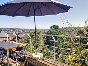 Nam Property vous propose un duplex avec une vue imprenable. Se compose d'un séjour lumineux avec béton lissé au sol, un coin cui