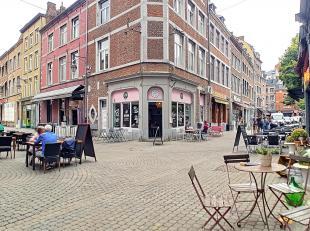 Dans le pietonnier de Namur, très bien situé (à côté de la Place Maurice Servais et à 2 pas de la Place du Ma