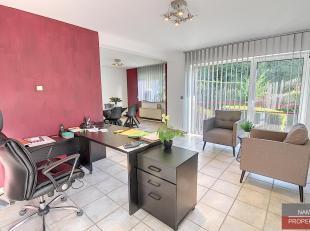 Appartement au rez-de-chaussée dans la résidence Mont Fleury, proche du centre-ville et des axes routiers. Composition: hall d'entr&eacu