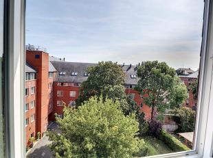 Nam Property vous propose un joli flat remis à neuf. Au dernière étage d'un immeuble avec ascenseur. Se compose d'un petit s&eacu