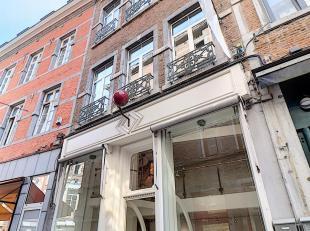 """Nam Property vous présente un bel immeuble commercial, l'ancienne """"Boule Rouge"""". Le plus haut de la rue, 7 niveaux! Cet immeuble mixte est id&e"""