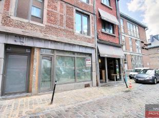 Commerce (ou bureau) de +- 30m² à louer au centre-ville, Rue des Brasseurs 59, emplacement idéal, car central, belle rue en plein e