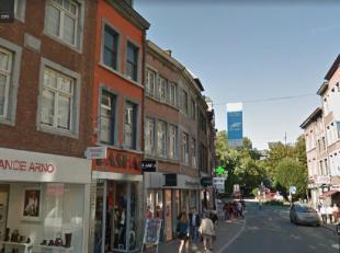 Situé dans la Rue de Fer, cet immeuble vous offre un rez commercial avec grand showroom (rdc) de ±100m², ainsi que 3 étages