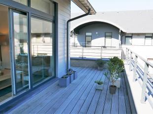 Penthouse d'une très belle superficie (115m²), avec une vaste terrasse à l'est et à l'ouest de 67m². Toutes les pi&egra