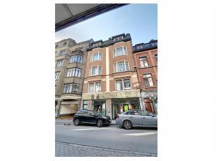 Nam Property propose un bel immeuble de rapport centre-ville. Immeuble en excellent état.Se compose de 5 unités, 1 rez commercial et 4 a
