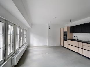 Place de l'Ange, dans un immeuble entièrement remis à neuf, avec ascenseur, très bel appartement composé de: hall, wc invi