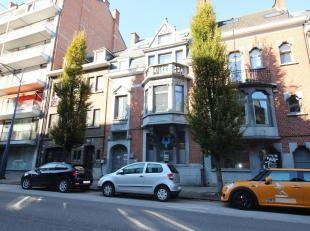 Avenue Cardinal Mercier, dans un bel immeuble de caractère (rénové), très belle surface de bureaux avec 1 emplacement park