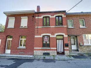 Nam Property vous propose une maison attenante avec joli jardin, à rénover. La maison se compose d'un petit séjour, une cuisine (