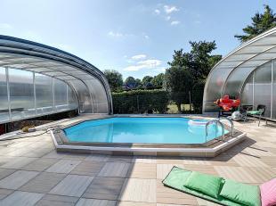 Nam Property vous propose une très jolie villa avec piscine couverte et espace détente. Se compose au rez d'un séjour avec casset