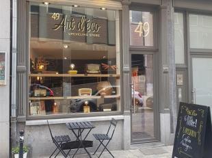 Commerce (ou bureau) de ± 35m² à louer au centre-ville, rue des Brasseurs 49 Emplacement idéal, central, belle rue en plein