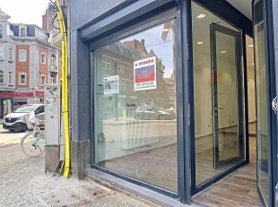 Nam Property vous propose un rez commercial complètement remis à neuf de ± 45m² avec kitchenette, toilettes et caves de &plu