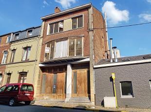 Maison unifamiliale à rénover, avec de beaux volumes, lumineuse, située dans un quartier rénové, à 600m du c