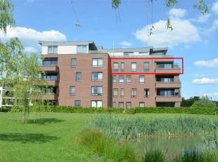Dit modern appartement, gelegen op de derde verdieping, werd gebouwd in 2011. De bewoonbare oppervlakte van ± 100 m² werd doordacht ingede