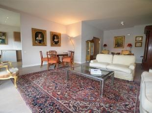Dit smaakvolle appartement werd ±10 jaar geleden volledig en kwalitatief gerenoveerd. De centrale ligging, de duurzame materialen, veel lichtin