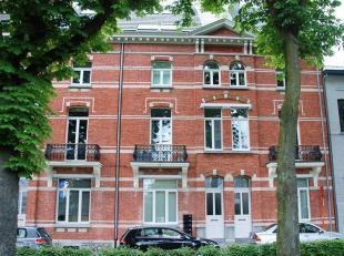 Dit smaakvolle penthouse appartement met maar liefst een bewoonbare oppervlakte van ± 183 m² heeft een hoge afwerkingsgraad en is hedendaa