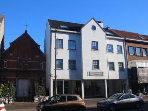Een zeer groot appartement in het centrum van Kapellen, met een mooi  en groot terras aan de achterzijde van het  appartement. Het uitzicht op groen i
