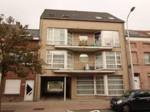 Dit zeer leuk appartement op de derde verdieping van een klein gebouw telt 2 slaapkamers, een half open keuken, een badkamer, een toffe living en een