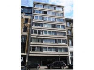 Gemeubeld appartement te huur in het centrum van Antwerpen, op een boogscheut van het Stadspark. Inkomhal met gastentoilet. Ruime woonkamer, geinstall