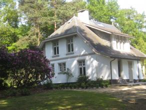 Een prachtig, charmante en recentelijk gerenoveerde villa in een uitzonderlijk mooie omgeving. De villa is omgeven door talloze bomen en bloemen, de p
