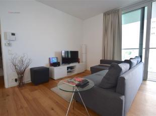 Dit moderne gemeubeld appartement is gelegen op de 3de verdieping en heeft een mooi uitzicht op water.<br /> De inkomhal geeft toegang tot het apparte