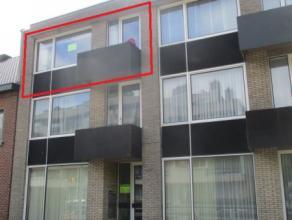 Appartement met één slaapkamer op de tweede verdieping. Geen lift in het gebouw. Ingedeeld als volgt: Inkomhal met apart toilet. Woonkam