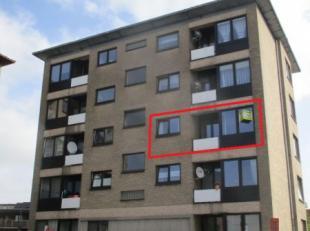 Knus, mooi appartement in Sint-Niklaas op de tweede verdieping. Op wandelafstand van het centrum! Scholen en openbaar vervoer vlakbij! Indeling: Inkom