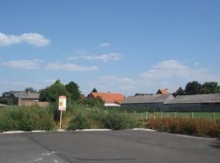 Novus verkoopt een perceel bouwgrond gelegen in een doodlopende straat te Dessel.<br /> <br /> Het lot is achteraan de nieuwe verkaveling Dijkstraat g