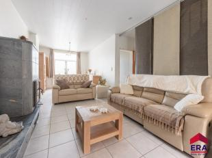 Een heel mooie ééngezinswoning gedeeltelijk gerenoveerd met 2 slaapkamers, ruime inrichtbare zolder en met zuidgerichte tuin en zonneter