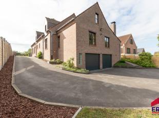 Cette villa prête à vivre est parfaitement meublée comme une maison kangourou avec 4 chambres au rez-de-chaussée et 1 chamb