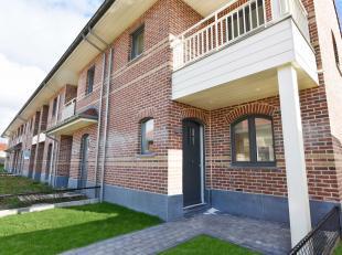 Lot 8 is een gesloten bebouwing in landelijke stijl op een grondopp. van 171 m².<br /> <br /> GELIJKVLOERS: inkom, wc, ruime living met open keuk