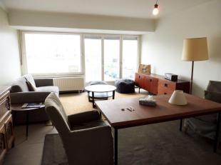 Charmant lichtrijk appartement op 250m van strand, openbaar vervoer en winkels op 100m. Bestaande uit: inkomhal, afzonderlijk toilet, badkamer, keuken