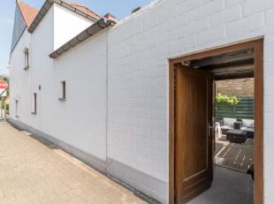 INSTAPKLARE & LICHTRIJKE half open bebouwing (4 slaapkamers) met MOOI TERRAS (via afzonderlijk POORTJE TOEGANKELIJK). Het interieur is OPTIMAAL BE