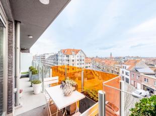 ZEEBRUGGE - RECENT & PITTIG WONEN AAN ZEE : 2-slaapkamerappartement (4 hoog) met TERRAS. VOL TEMPERAMENT : inkomhall, living met parket, ingericht