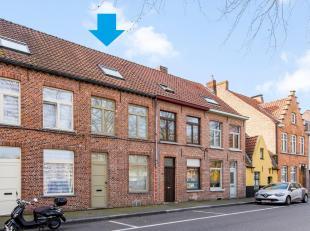 BRUGGE - INSTAPKLARE & ZONNIGE STADSWONING (3 slaapkamers) met GROTE STADSKOER, nabij t Zand en het COMMERCIELE CENTRUM. Het AANWEZIGE COMFORT ond