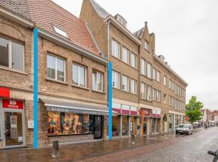 BRUGGE - WINKEL + AFZONDERLIJK APPARTEMENT op een COMMERCIELE TOPLIGGING in het Brugs stadscentrum. IDEAAL als OPBRENGSTEIGENDOM. Handelsruimte met mo