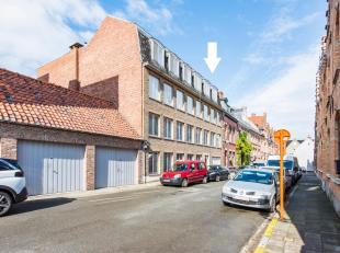 BRUGGE CENTRUM - TE VERNIEUWEN, LICHTRIJK 2-slaapkamerappartement (3e verdieping), tussen t Zand en Christus-Koning. KORTING 5600 euro (RR) MOGELIJK.