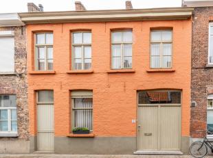 BRUGGE CENTRUM - EEN VLEUGJE BRUGSE IDENTITEIT : fijne stadswoning (3 à 4 slaapkamers) met STADSTUINTJE. WOONGELUK in de vorm van een inkom, be