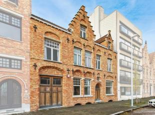 BRUGGE - STIJLVOL & GROOTS BURGERSHUIS (491m² bewoonbare opp., w.o. praktijkmogelijkheden, 5 slaapkamers, 3 badkamers) met RUIME GARAGE en ZO