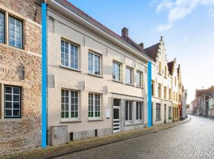 BRUGGE - BIJZONDER RUIME & POLYVALENTE stadswoning (230m² bruikbare opp., mogelijkheid praktijk + wonen) met 3 slaapkamers en TUIN. Tot. gron