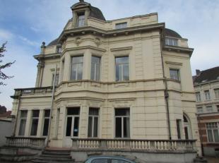 Prestigieuze kantoorruimte te huur in Gent. Parkeerplaatsen beschikbaar aan de kantoorruimte. Huis Carpentier is het opvallende neobarok pand op de ho