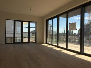 Dit appartement is met zijn 106m2 en een terras van 17m2 ruimer dan gemiddelde nieuwbouw. In het authentieke kanaalgebouw zijn 2 ruime slaapkamers voo