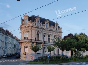 De renovatie van dit prachtige neobarokke gebouw draait op volle toeren. Vanaf januari zal dit voormalige overheidsgebouw dienst doen als makkelijk be
