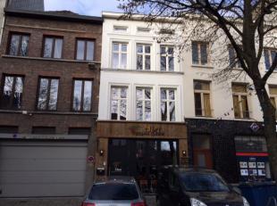 Energiezuinige, volledig gerenoveerde woonst in het centrum van Gent ! <br />  <br /> Deze instapklare eigendom beschikt over een individuele inkom
