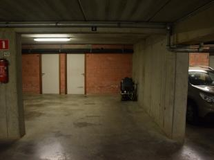 Zeer ruime ondergrondse staanplaats. De ondergrondse parkeerplaats is afgesloten met een automatische garagepoort.