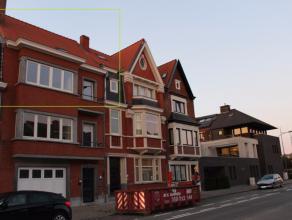 Dit volledig gerenoveerd appartement met twee slaapkamers is rustig gelegen, net buiten de stadskern van Brugge, te Kristus-Koning, en op wandel- en f