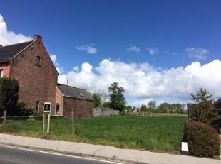 In het centrum van Esen, op de verbindingsweg Kortemark - Diksmuide, ligt dit perceel bouwgrond met een oppervlakte van 850 m². In de buurt vindt