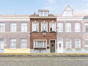 Deze burgerwoning met drie slaapkamers bevindt zich op zeer centrale locatie, vlakbij de Smedenpoort en Het Zand te Brugge. De ideale uitvalsbasis naa