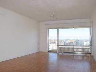 Instapklaar appartementgelegen op de achtste verdieping van deFranchommelaan met open zicht op de jachthaven en het centrum van Blankenberge. Strand e