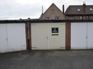 Garagebox te koop gelegen op boogscheut van commercieel hart van Brugge.<br /> Deze garagebox met vlotte inrit beschikt over een vernieuwde manuele po