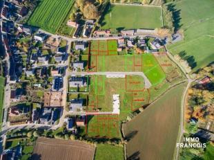 In het centrum van hetidyllische Westouter (deelgemeente Heuvelland) bieden wij deze bouwgronden aan voor open en/of half - open bebouwingen.De loten